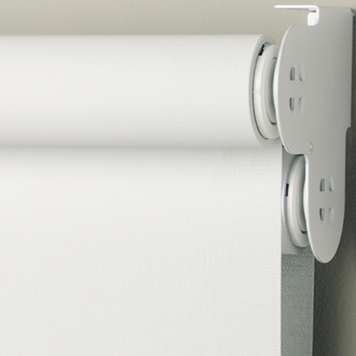 Roller blinds. Difference Between Roman Blinds Over Roller Blinds